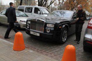 Депутат горсовета Донецка решил продать свой Rolls Royce и вертолет