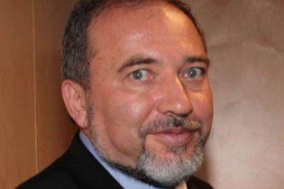 Глава МИДа Израиля дал интервью, сидя в туалете
