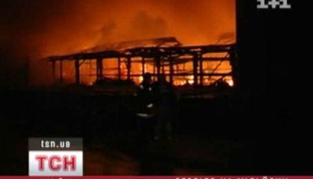 В Подольском районе Киева горел склад