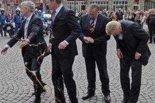 Президента Німеччини закидали яйцями біля міської ратуші