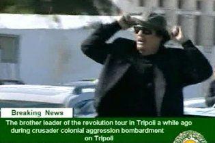 Обнародовано новое видео:  Каддафи величественно разъезжает по Ливии