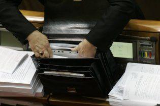 Депутаты Рады носят с собой портреты Януковича и спрей для рта