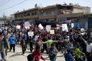 Сирийская власть бросила на митингующих танки и БТРы