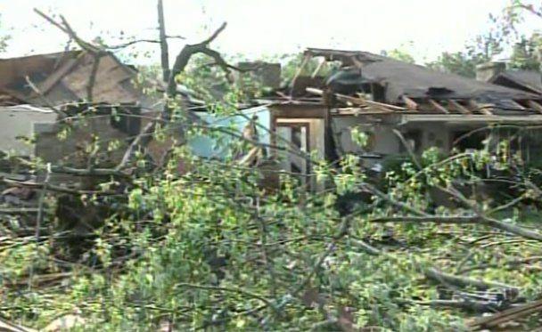 Торнадо на півдні США зносить школи та житлові будинки (відео)