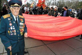 Буковина відмовилась від червоних прапорів на День Перемоги