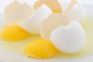 На Луганщині регіонал розбив об голову продавщиці лоток яєць