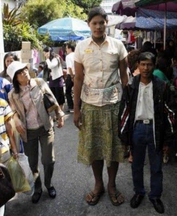 Слепая девушка из Таиланда стала самым высоким подростком планеты: ее рост - 2 метра 8 см
