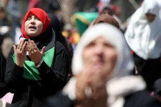 Каддафи набирает в армию женщин и детей