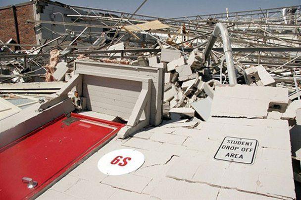 На півдні США лютують руйнівні торнадо