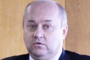 Партія Яценюка відхрестилась від чиновника, який побив буковинських рибалок