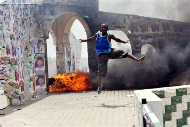Вибори в Нігерії переросли у масові безлади: не менше півсотні жертв