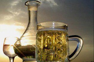 """Алкогольні """"королі"""" вимагають підвищити ціни на горілку та пиво"""