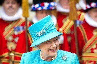Британська королева отримала в подарунок на ювілей 15 тисяч власних портретів