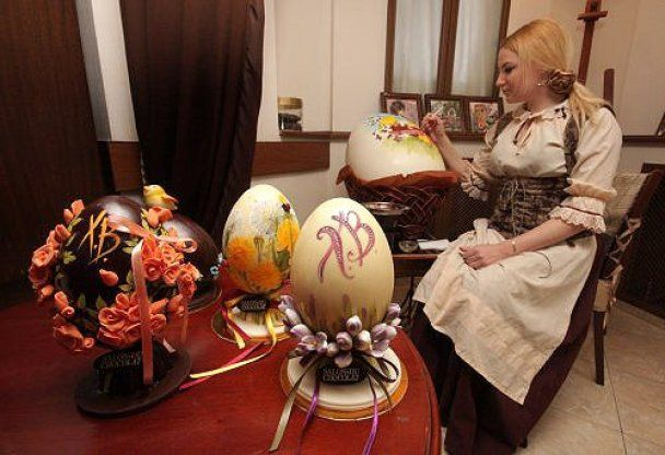 У Сімферополі до Великодня виготовили гігантські яйця