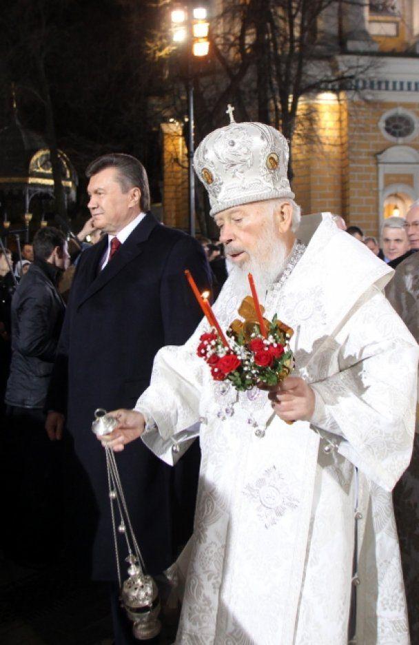 Янукович традиционно провел Пасхальную ночь в Лавре