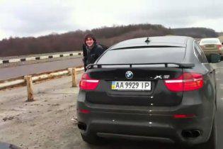 Сын Кернеса ездит на элитном BMW со спецсигналами со скоростью 260 км/ч