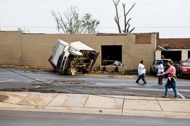 Торнадо в США остановил АЭС, более 70 человек погибло
