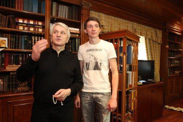 """Коли Литвину важко, він ходить у касці з написом """"Не ссы, прорвемся"""""""