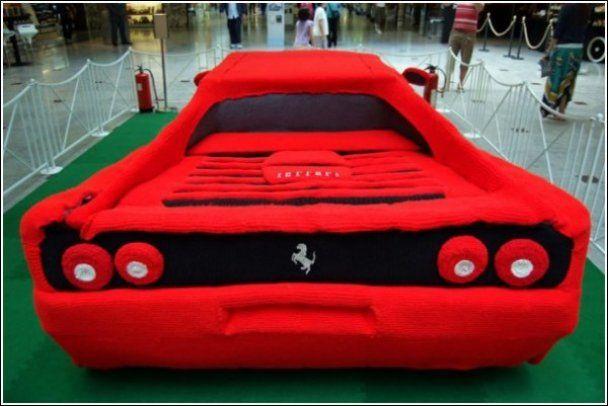 Студентка зв'язала Ferrari в натуральну величину