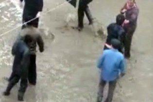 Оторванный палец девушки стал причиной массовой драки в Москве