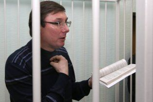 Луценко отказался от принудительного питания