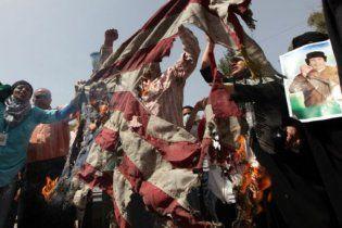 Прихильники Каддафі помстилися за вбивство його сина розгромом посольств