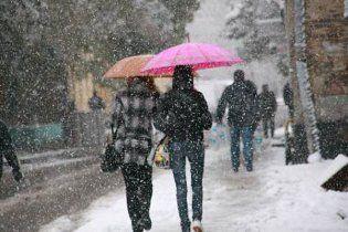 Первого мая Россию засыпало снегом