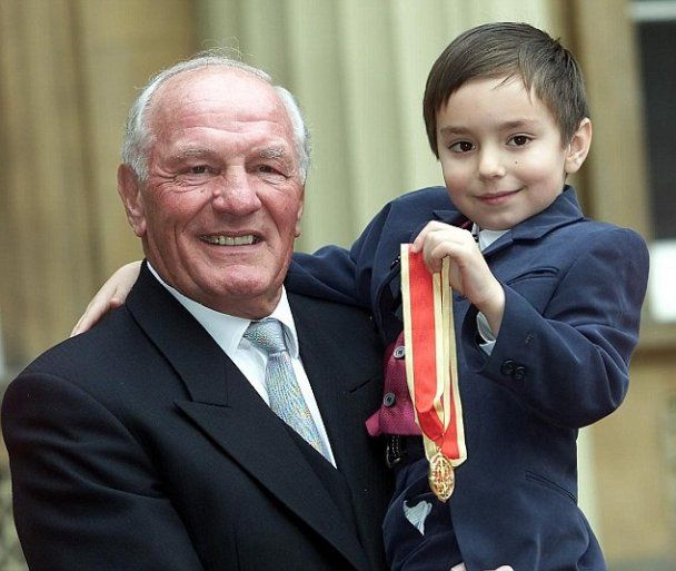 Помер легендарний боксер Генрі Купер