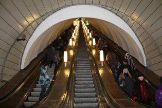 В петербургском метро неизвестный распылил газ