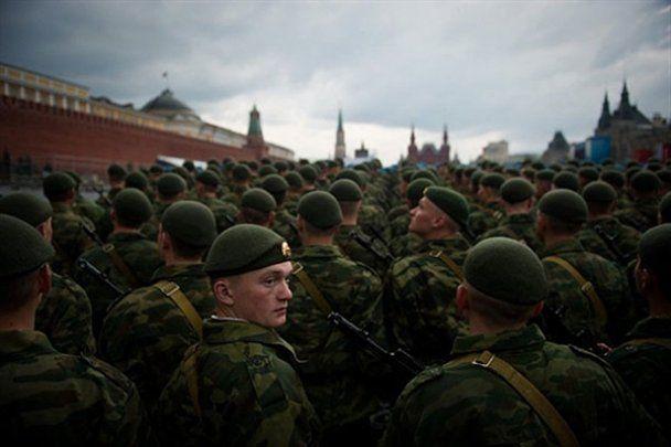На Красну площу в Москві вночі вивели танки