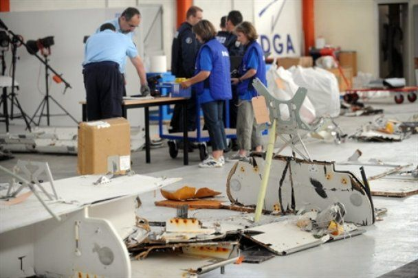 В Атлантике начался подъем тел погибших при аварии лайнера Air France