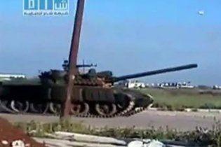 Сирійська армія розстріляла з танків квартали сунітів