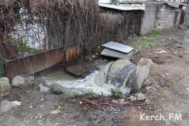 В Керчи водоканал 5 дней сливает нечистоты в море