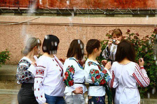 Рекордный праздник вышиванок в Черновцах