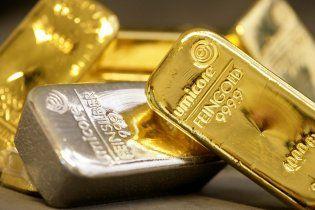 Кризис в Европе обвалил мировые цены на золото
