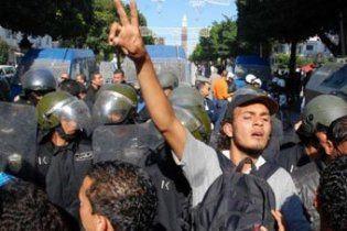 У Тунісі поліція газом розігнала антиурядову демонстрацію