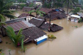 На Филиппинах из-за шторма 100 тысяч человек покинули дома