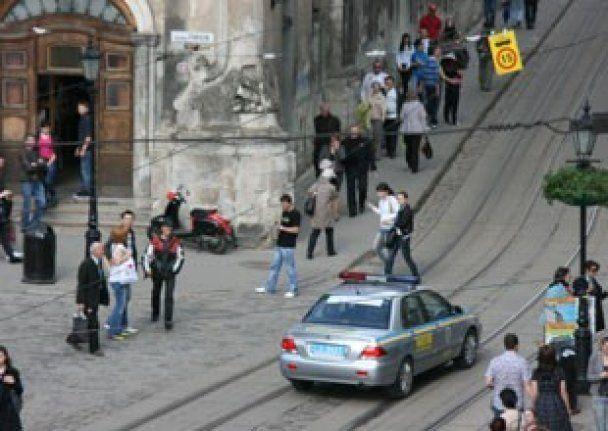 У центрі Львова спалили червоний прапор, міліція не відреагувала