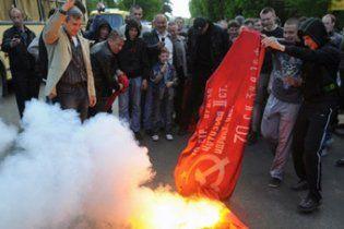 На Кировоградщине неизвестные надругались над красным флагом КПУ