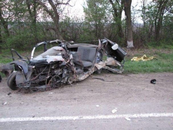 """Кривава ДТП на Хмельниччині: """"Лада Калина"""" з 9 підлітками врізалася у бензовоз"""