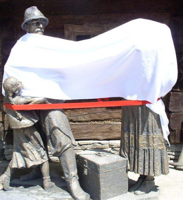 В Украине открыт памятник заробитчанам