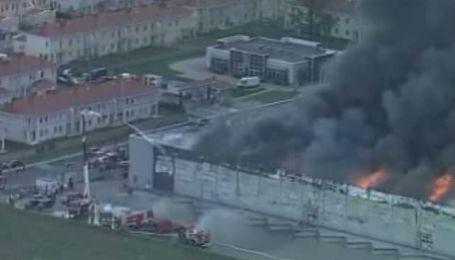 Польские пожарные сутки тушили пожар в торгово-офисном центре