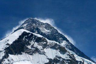 Непальский гуру установил рекорд, просидев на вершине Эвереста 32 часа