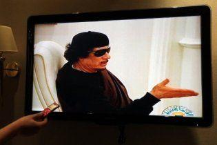 """""""Убитий"""" Каддафі вперше після загибелі сина та онуків з'явився у телеефірі"""