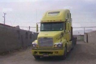 10-річний хлопчик, у пошуках мами, проїхав тисячу кілометрів під днищем вантажівки
