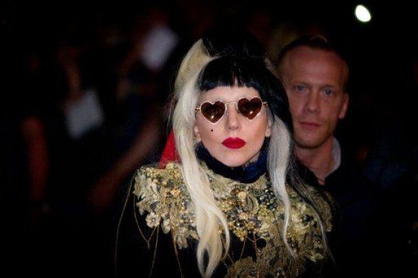 Lady GaGa с тремя головами в журнале V Мagazine