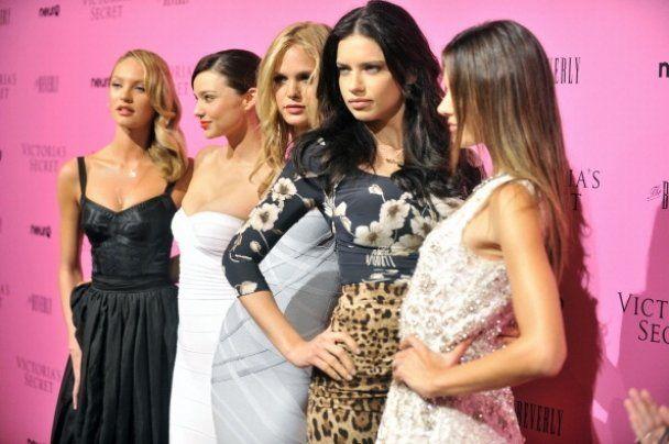 """У США відбулась """"сексуальна вечірка"""" Victoria's Secret"""