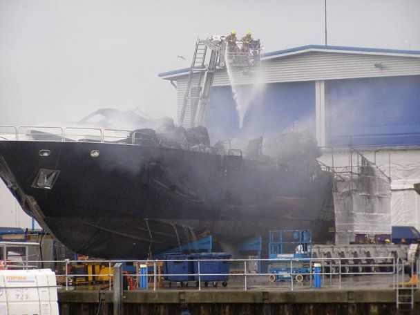 Блискавка вщент спалила яхту за 20 млн доларів на очах у власника