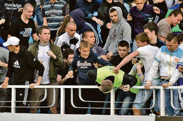 Фанати Динамо б'ють стюардів