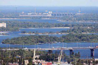 Береги київського Дніпра осипаються через незаконне намивання піску